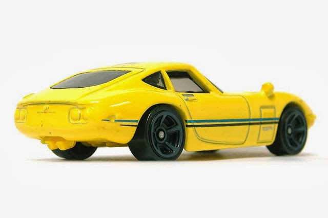 Hot Wheels Toyota 2000GT yellow 01