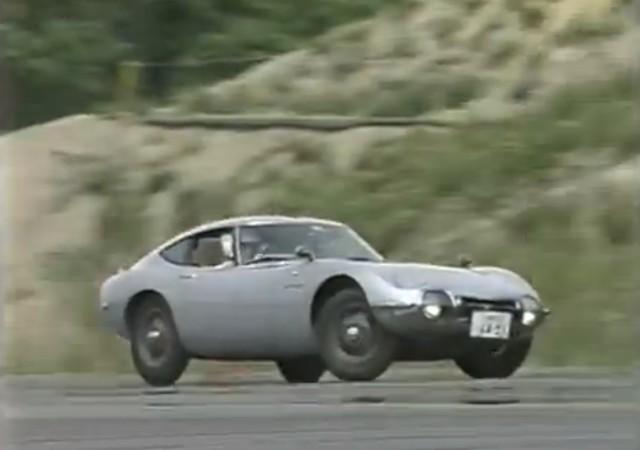 Toyota 2000GT drift