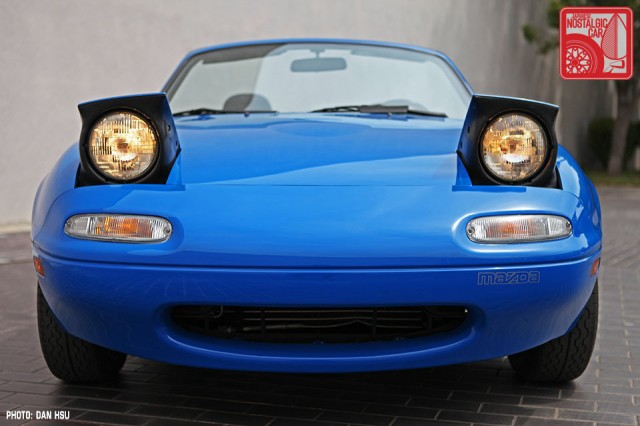 43-6427_Mazda MX5 Miata_Chicago Auto Show blue 05