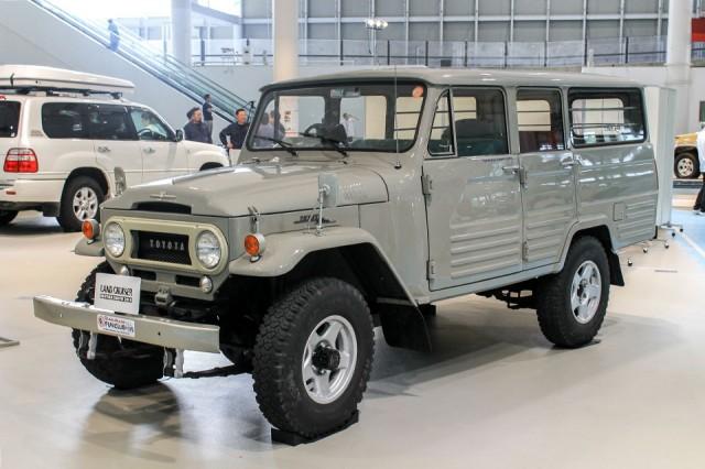 Toyota Land Cruiser FJ45 89