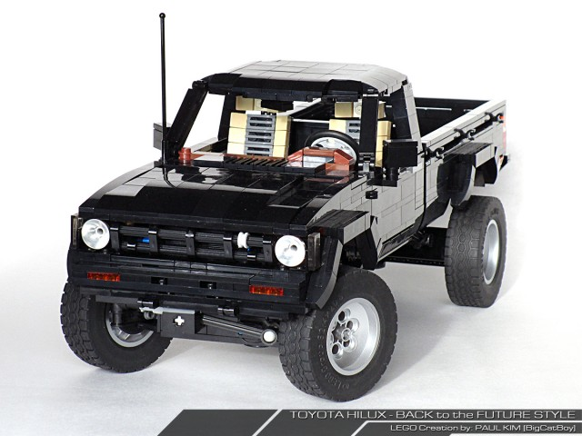 Lego Toyota Hilux Back to the Future 03