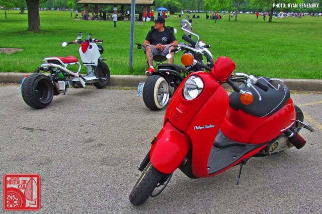 Honda Ruckus and Metropolitans Parked Team_Nostalgic Chicago