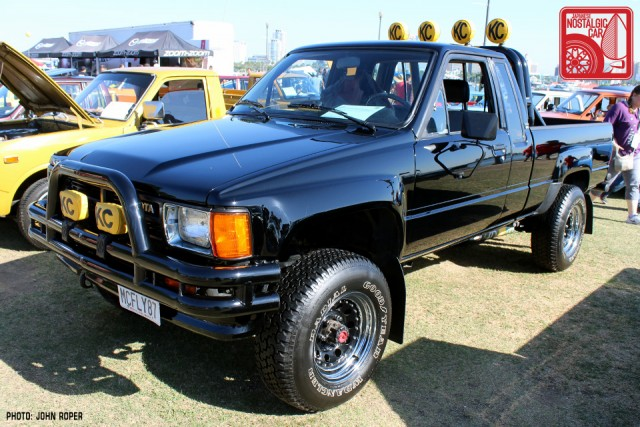 195-JR3875_Toyota HiluxN66-BackToTheFuture