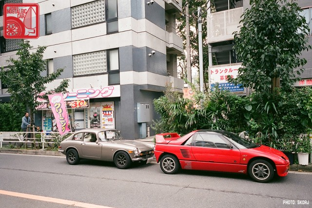 Parking in Japan 00 - Honda S800, Mazda AZ-1
