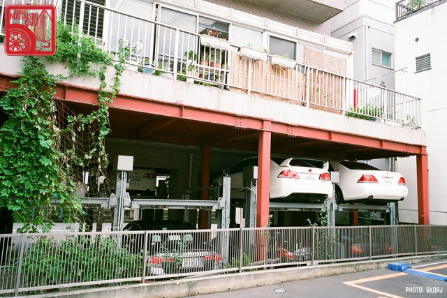 Parking in Japan 03 Stacking Lot - Honda Civic Type R & Toyota Crown