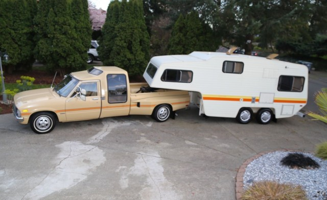 1981 Toyota Hilux Dually camper 01