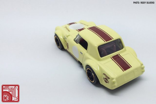 21-Nissan Datsun Fairlady 2000 Hot Wheels 2017