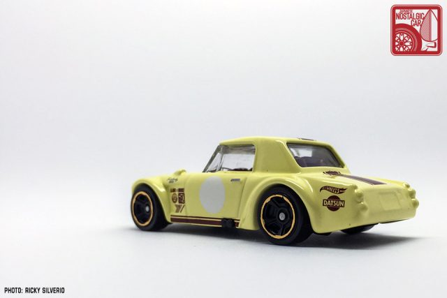 27-Nissan Datsun Fairlady 2000 Hot Wheels 2017