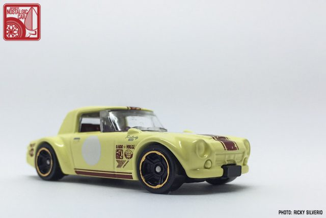 30-Nissan Datsun Fairlady 2000 Hot Wheels 2017