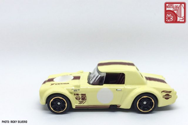 45-Nissan Datsun Fairlady 2000 Hot Wheels 2017