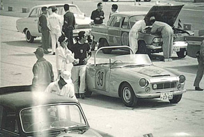 datsun-fairlady-roadster-1963-japan-gp-staging