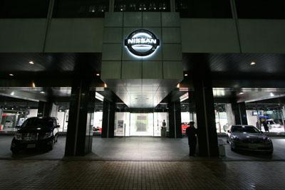 nissan-ginza-showroom031.jpg