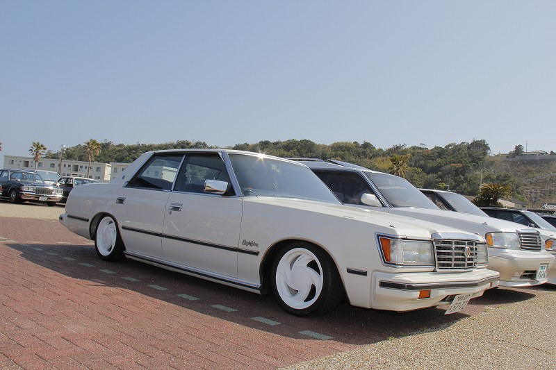 [Image: Toyota-Crown-S112-Super-Volk-Wheels.jpg]