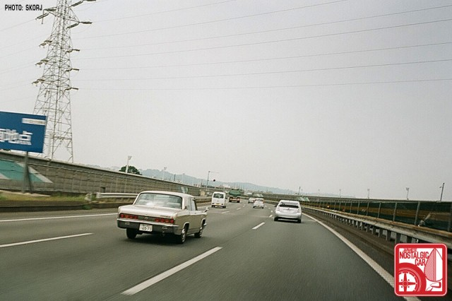 06-GR1-438s_ShinTomeiExpressway_MitsubishiDebonair