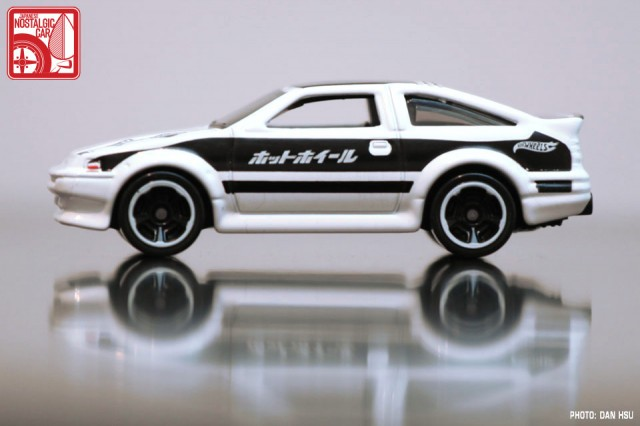 hot_wheels_AE86_Corolla-01