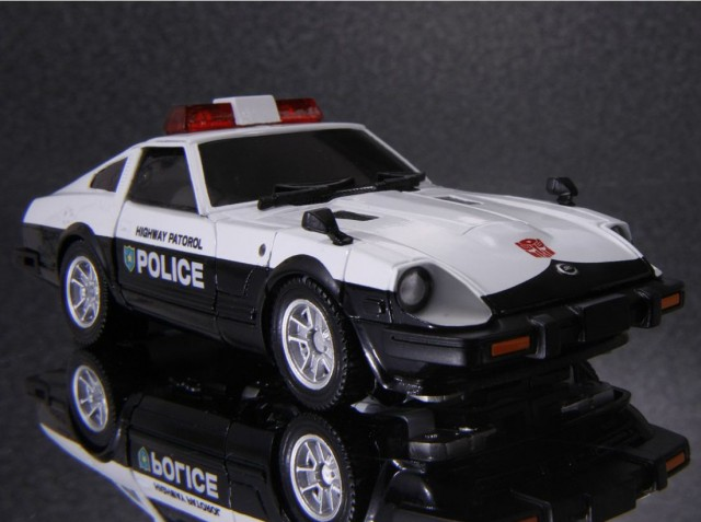 Transformers Masterpiece Prowl Datsun 280ZX police 01