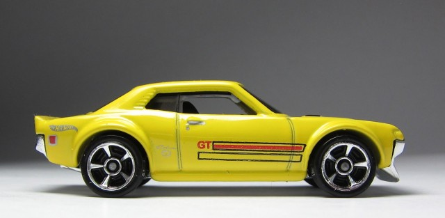 Hot Wheels 2013 1970 Toyota Celica yellow 02
