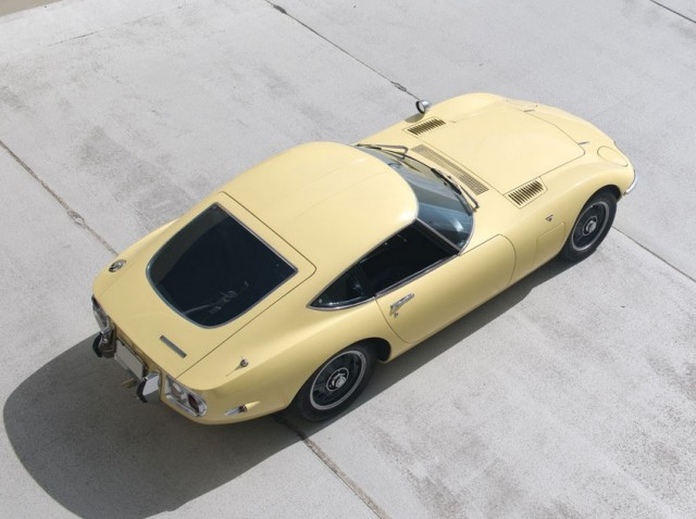 1968 Toyota 2000GT RM Auctions04