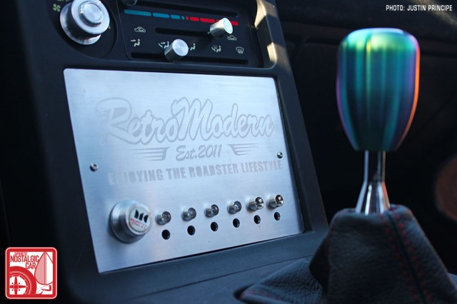 1436_MazFest-2013_Mazda Miata Retro Motion