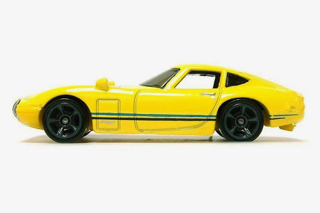 Hot Wheels Toyota 2000GT yellow 02