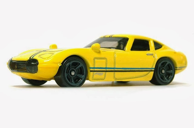 Hot Wheels Toyota 2000GT yellow 03
