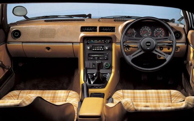 SA22 Mazda RX-7 interior