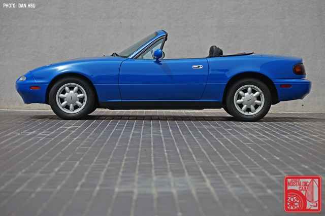 48-6535_Mazda MX5 Miata_Chicago Auto Show blue 12