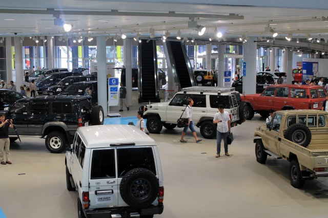Toyota Land Cruiser Motor Show 02