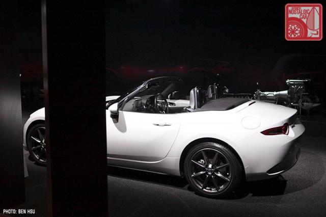 ND 2016 Mazda MX5 Miata white 01