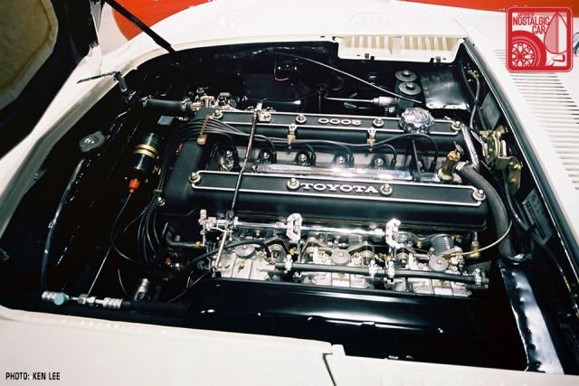 06-990_Toyota 2000GT