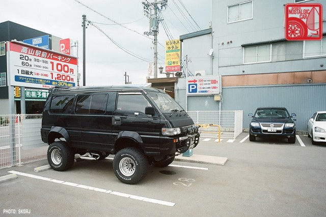 Parking in Japan 02 Boom Lot - Mitsubishi Delica