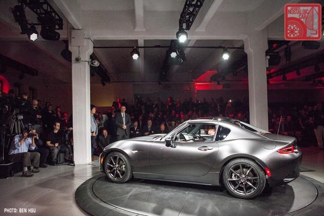 Ny Auto Show 2017 Mazda Mx 5 Miata Rf Shows Off A Folding Targa Top
