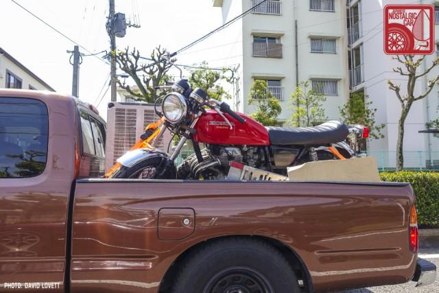 2471_Honda CB400 Toyota Hilux