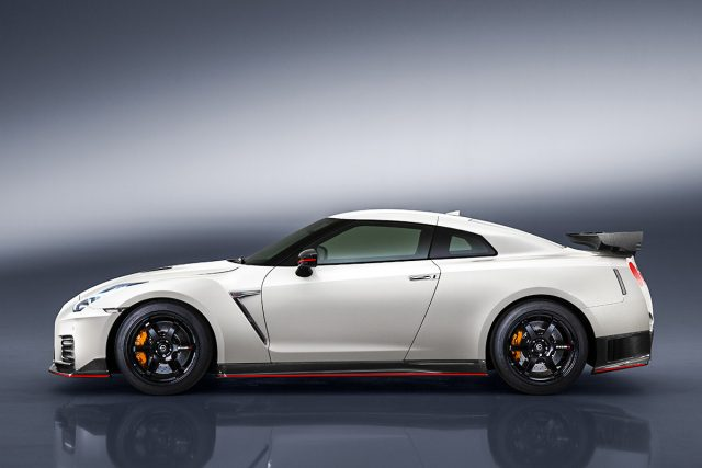 news refreshed nissan gt r nismo debuts japanese nostalgic car. Black Bedroom Furniture Sets. Home Design Ideas