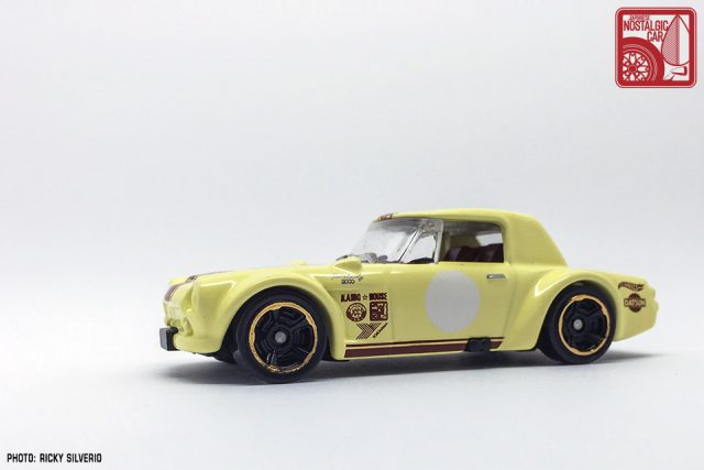 20-Nissan Datsun Fairlady 2000 Hot Wheels 2017