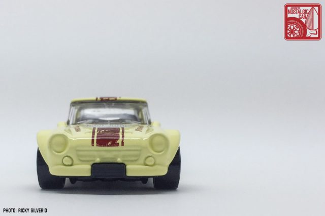42-Nissan Datsun Fairlady 2000 Hot Wheels 2017
