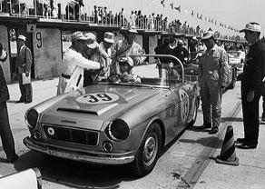 datsun-fairlady-roadster-1963-japan-gp-pits