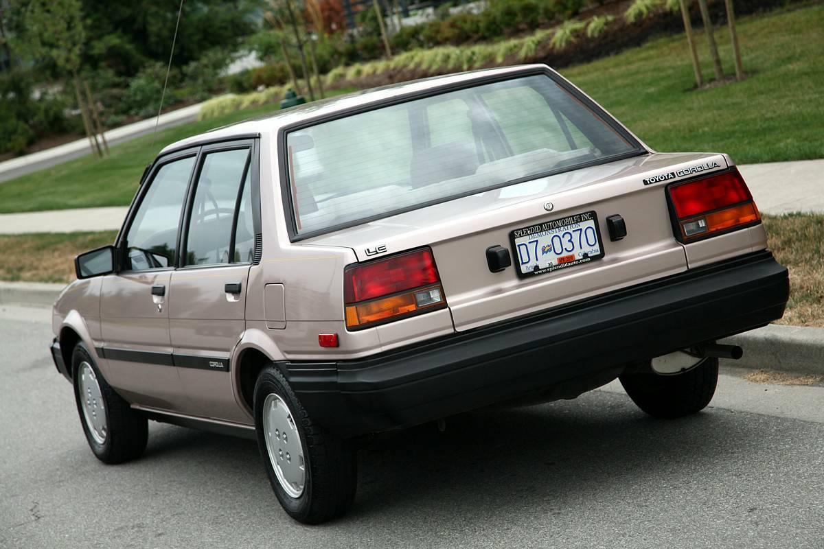 kidney anyone 10 000 mile 1984 toyota corolla le japanese nostalgic car. Black Bedroom Furniture Sets. Home Design Ideas