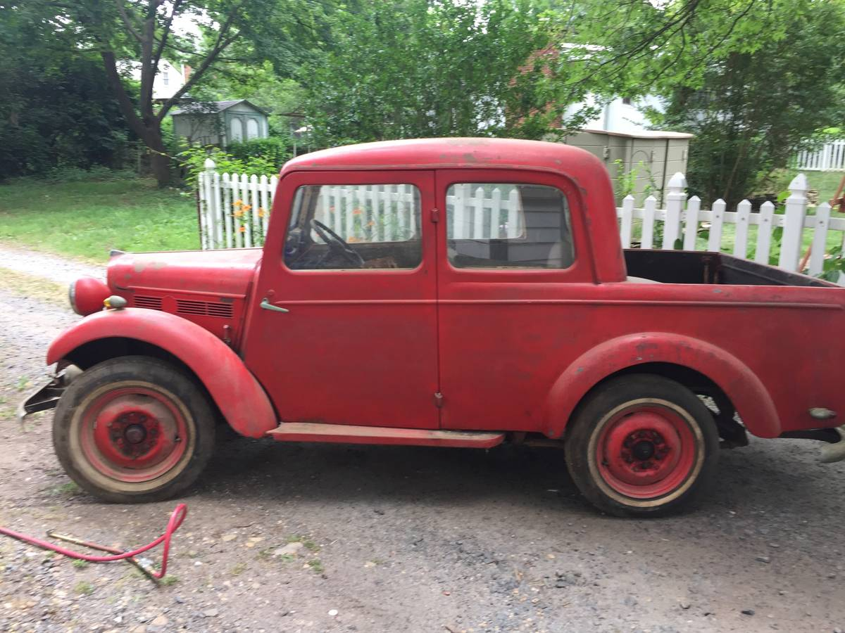 It is so rare, in fact, that it took some digging just to find out what  year and model it is. Behold, a 1954 Datsun 6147 Double-Cab.